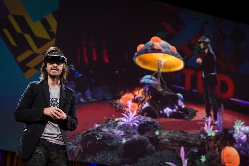 The creator of Microsoft's HoloLens just showed the first-ever 'real-life holographic teleportation'