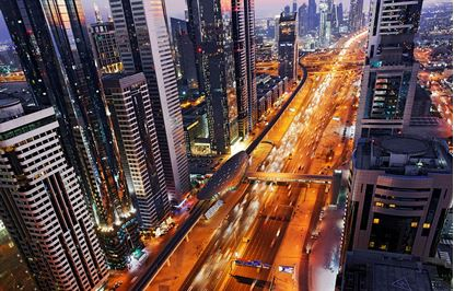 8K 360 Degree Timelapse of Dubai's Sheikh Zayed Road の画像